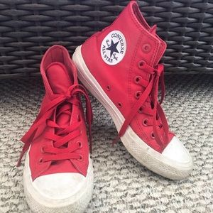 Red converse 2 size 5.5